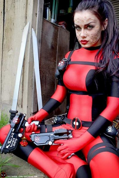 POTW-Gender-bend-Cosplay-Deadpool