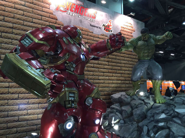 4) Hulk vs Hulkbuster